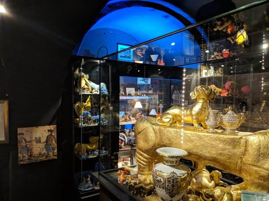large collection d'objets dédiés aux teckels